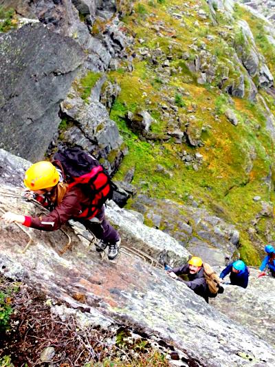 Her kjeme de! Det var utrolig gøy å klatre! Men husk, det begynner å bli trangt om plassen, selv i fjellheimen.