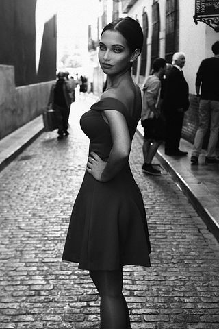 actress-2109325__480