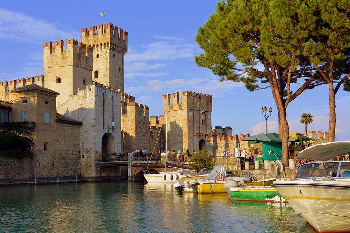 castle-3690964__480