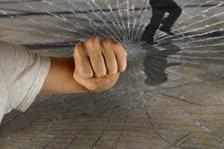 violent-1166556_1280